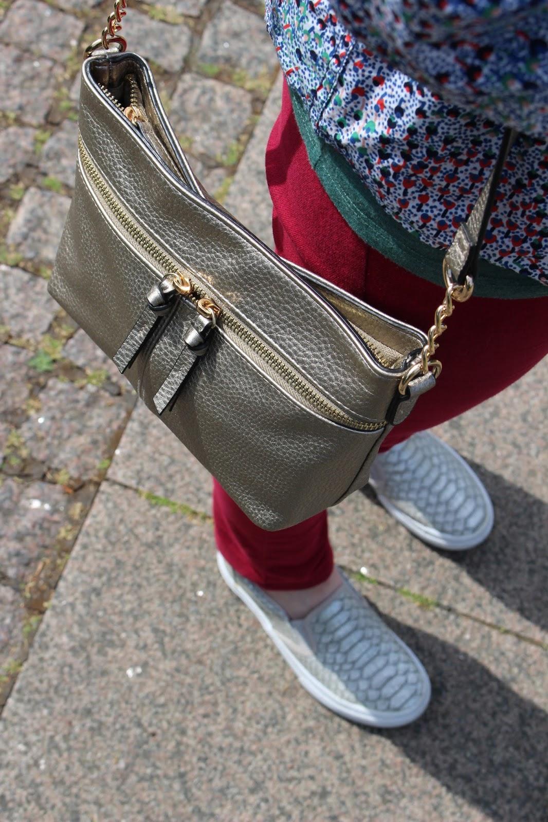 Dorothy Perkins Petite Jeans, Boden Petite Shirt, Accessorize Metallic Bag | Petite Silver Vixen