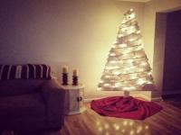 http://www.mypurposeinlifeisjoy.com/2016/12/11/diy-pallet-tree/