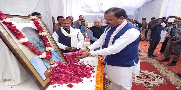 Terahavi-sanskaar-me-uoop-mukhymantri-ne-shradhanjali-arpit-ki
