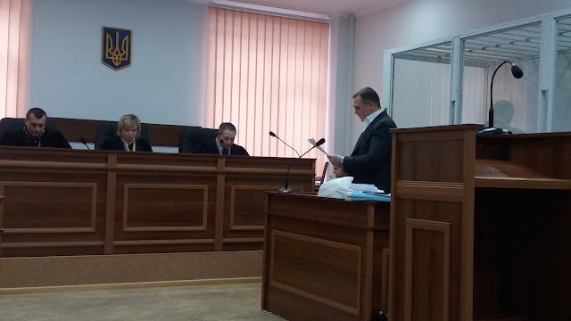 Суд почав долучати письмові докази у справі Гречківського