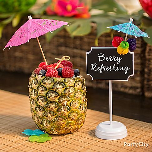 Resultado de imagem para festa havaiana copo de abacaxi