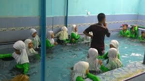 Pengenalan Air sebagai Dasar bagi Siswa Belajar Renang