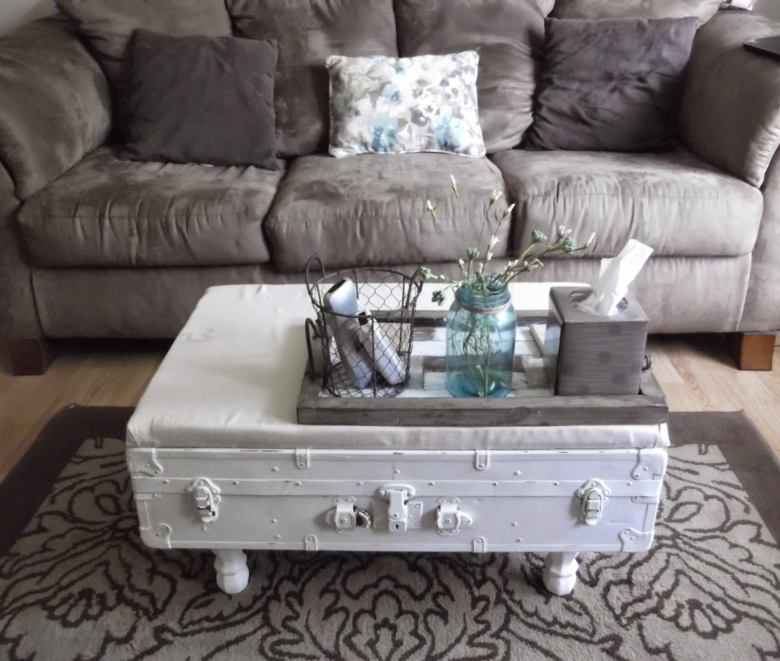 Thrifty 31 Blog: DIY Trunk Coffee Table