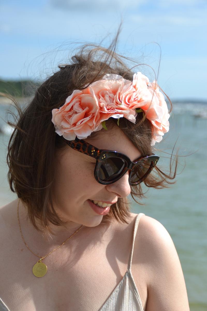lace up dress Zara, couronne de fleurs forever21 et lunette aliexpress