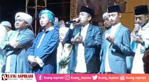 Kalbar Bersholawat Bersama Syubbanul Muslimin, Ribuan Jamaah Padati Alun-Alun Kapuas