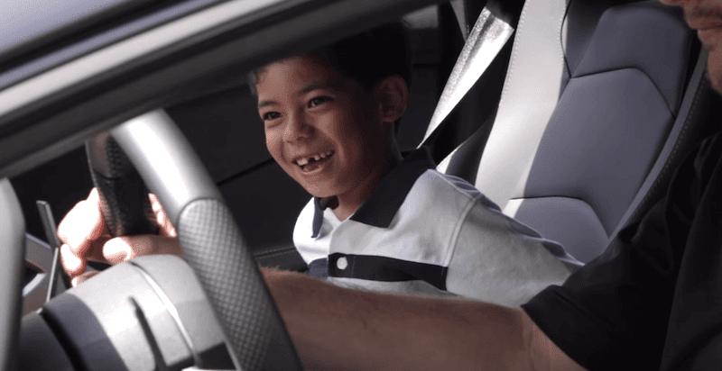 7歳の少年の誕生日にランボルギーニが大集結するサプライズ!