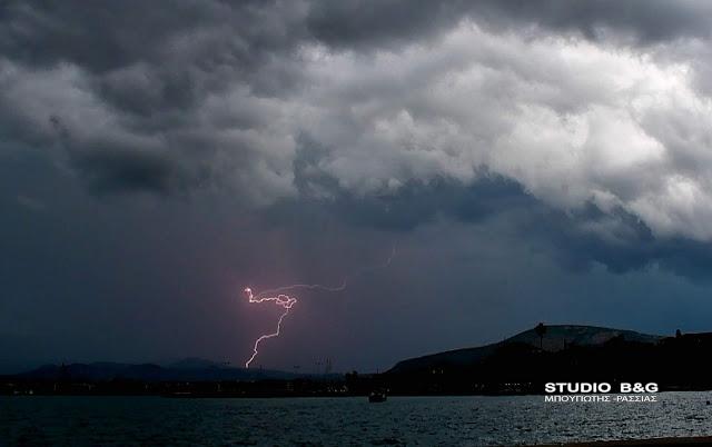 Σε ισχύ το έκτακτο δελτίο καιρού - Ισχυρές καταιγίδες και σήμερα
