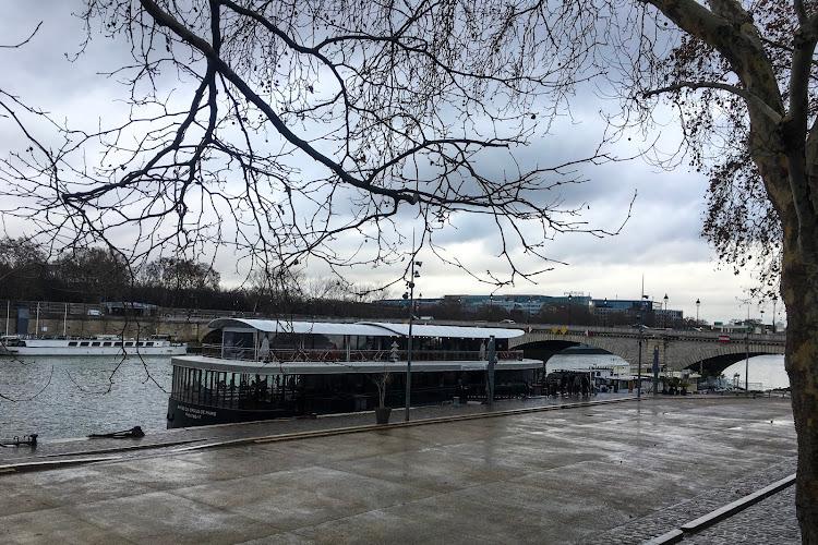 Studencki brunch na Sekwanie w Paryżu