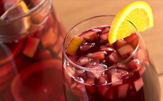 Πιάσανε οι ζέστες για τα καλά! Η επιθυμία για κάτι δροσιστικό γίνεται πιο έντονη!Μάθετε την τέλεια sangria!!!