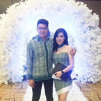 Model Baju Batik Couple Modern Untuk Pesta Pernikahan