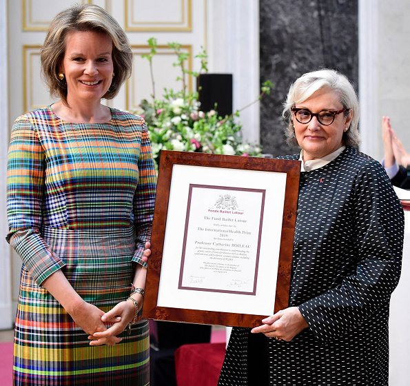 Professor Julie De Backer and professor Catherine Boileau. Queen Mathilde wore Emporio Armani multicolor dress. Natan multicolor dress