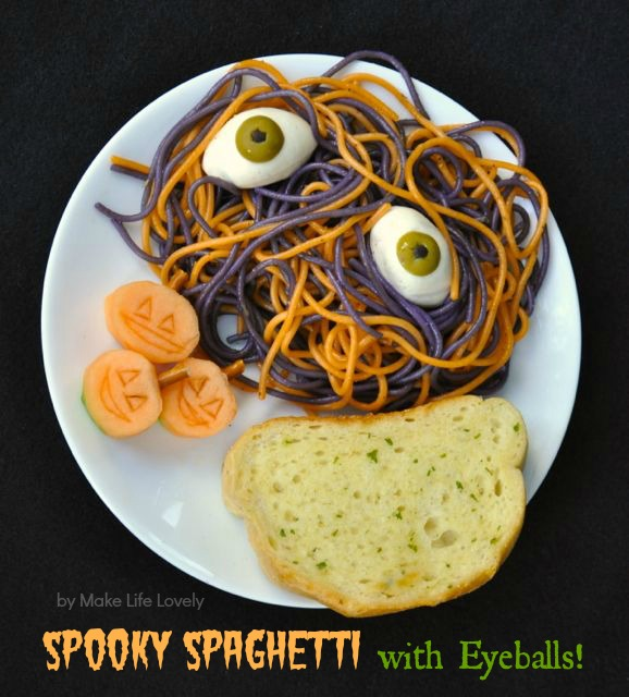 Spooky spaghetti with eyeballs Halloween dinner recipe. NEED to make this for Halloween dinner!