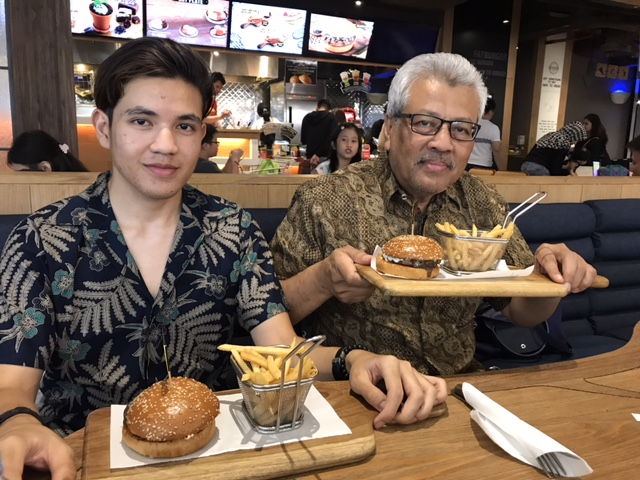 Menikmati Jakarta Di Waktu Malam