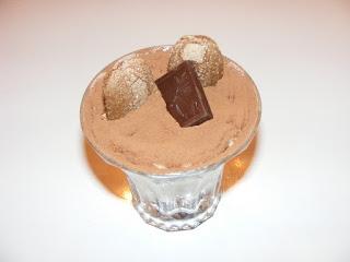 Prajitura tiramisu la pahar reteta cu piscoturi de cacao retete desert prajituri tort italian cu oua mascarpone zahar cafea de casa,