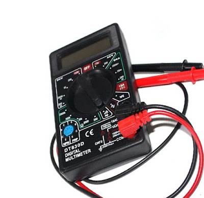 The Five essential things every electrical engineering student should have. Digital Multimeter.