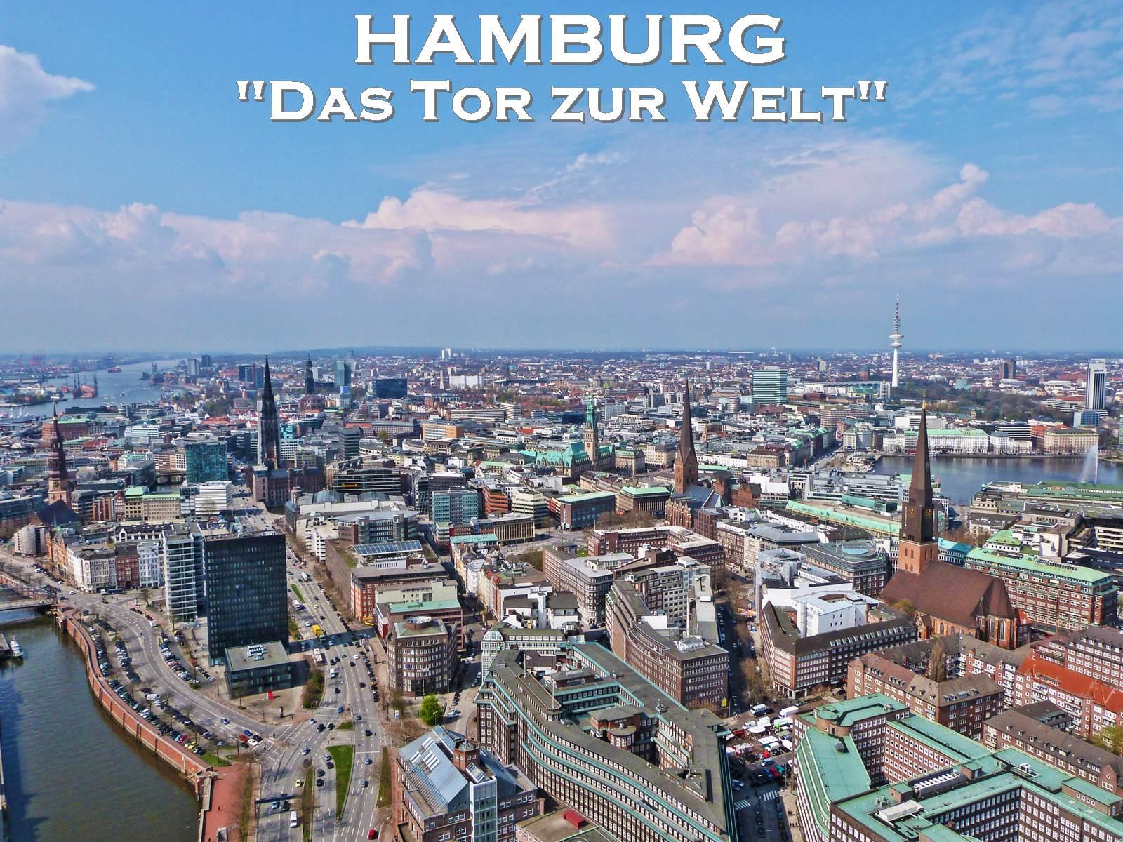 Blick von oben über die Dächer von Hamburg, Kontorhausviertel, Kirchen, Alster, Fernsehturm und ein Teil vom Hafen
