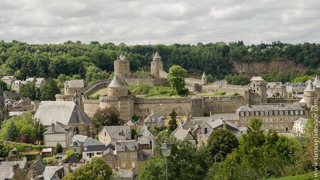 Fougeres fortaleza medieval Bretaña Francia visitar