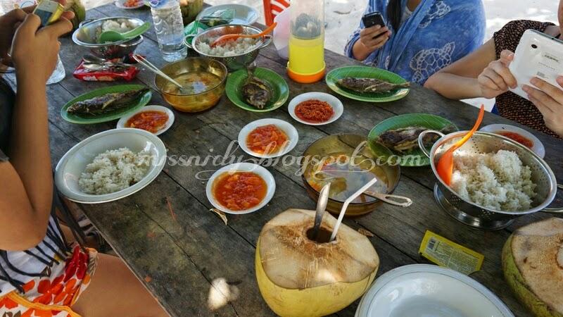 makan siang di pulau liukang loe