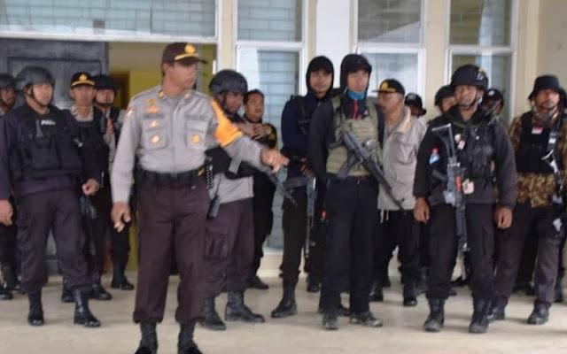 Ratusan Personel Gabungan Amankan Pleno KPU Lanny Jaya