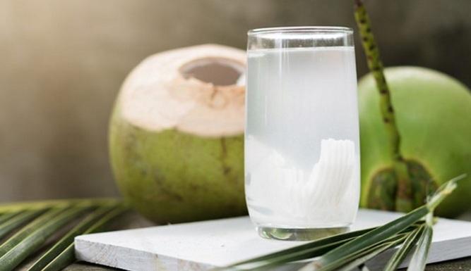 Apa Yang Terjadi Jika Rutin Minum Air Kelapa?