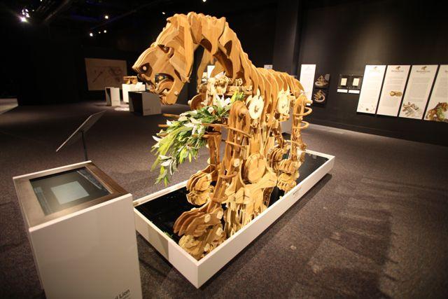 uma cópia real do leão automato de Leonardo da Vinci - A real copy of da Vinci's automatus lion
