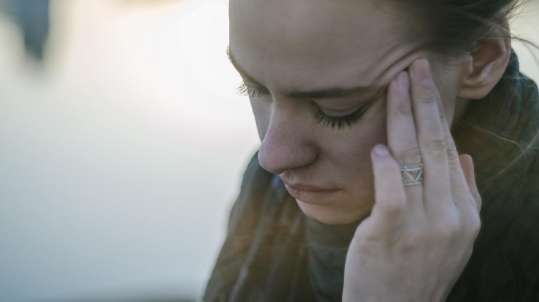 Dor de Cabeça no Lado Esquerdo: O Que Significa e Quando Consultar Um Médico Rapidamente