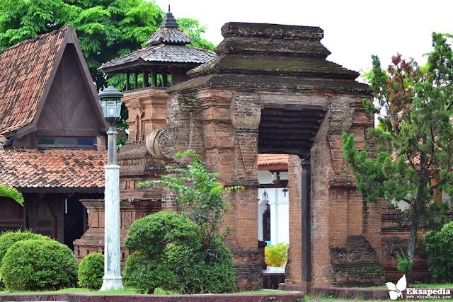 Rumah Kudus Di Maerokoco
