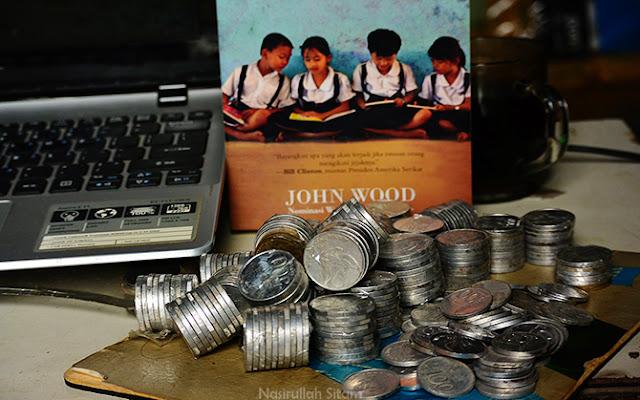Mengumpulkan uang receh/koin di kamar