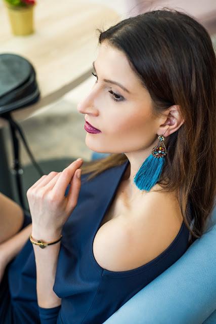 BelloDesign, biżuteria, co nosic zima, jak nosić swetry, kolczyki, medicine, moda zima, novamoda style, obszerne swetry, sukienka, sukienka dzianina, blog po 30 ce