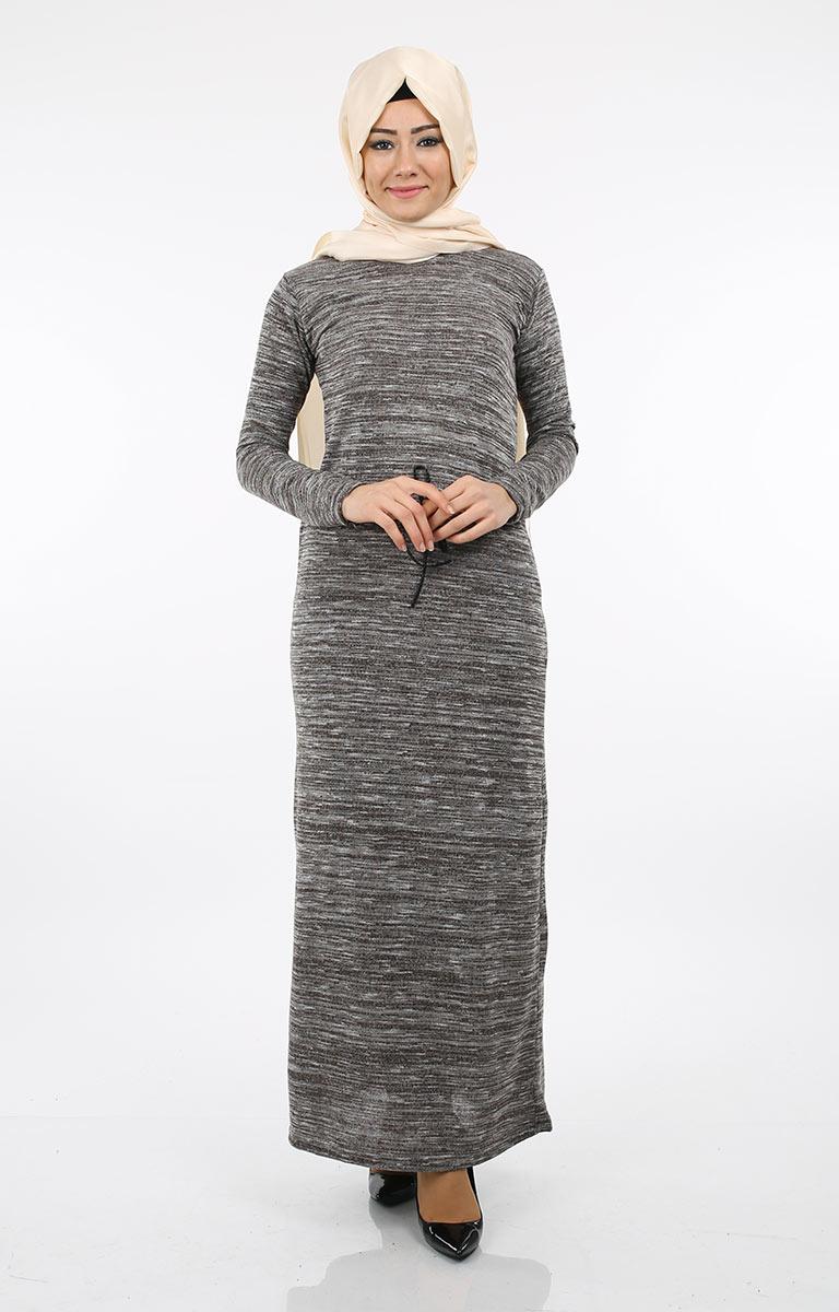 0e34afe35526e Tesettürlü Hanımlar Kendilerine Özgü Tesettür Elbiselerle Her Alanda Çok  Daha Aktif. Kıyafet seçimleriniz tarzınıza modern bir imza olarak  profilinizi öne ...
