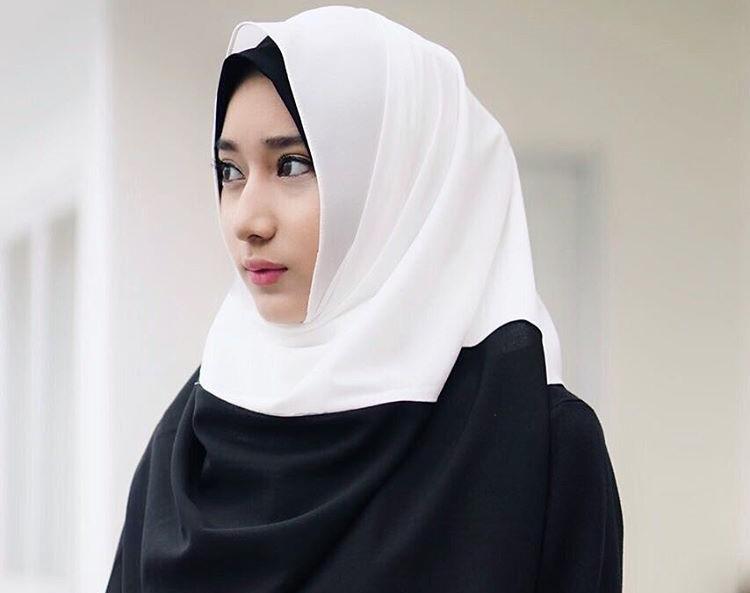 Tengku Syaira Anataya Cantik Pakai Hijab Putih