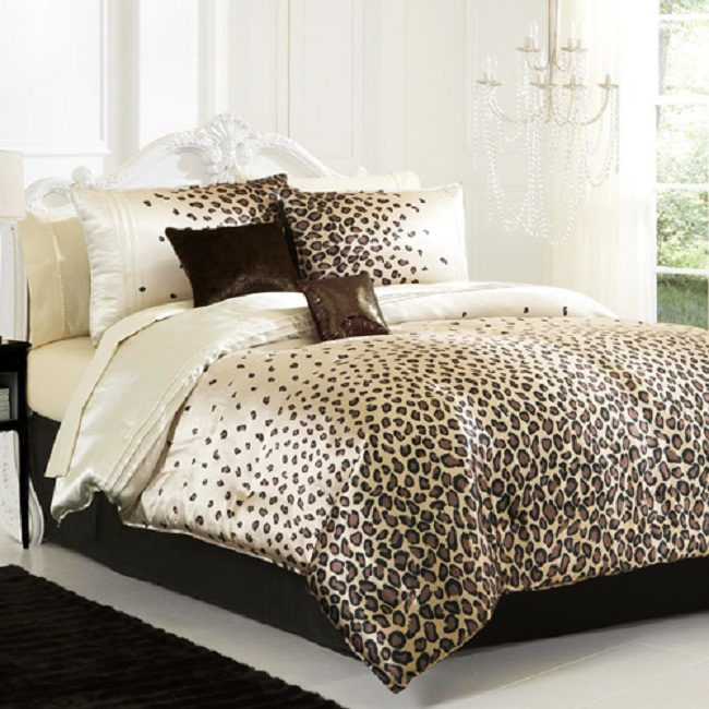 cheetah print room ideas with chandelier