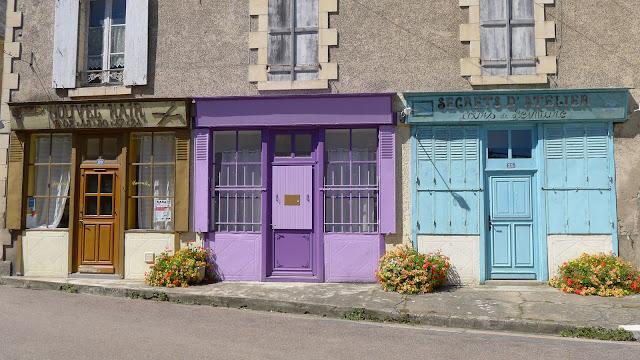 De Paris à Narbonne en vélo, Devantures
