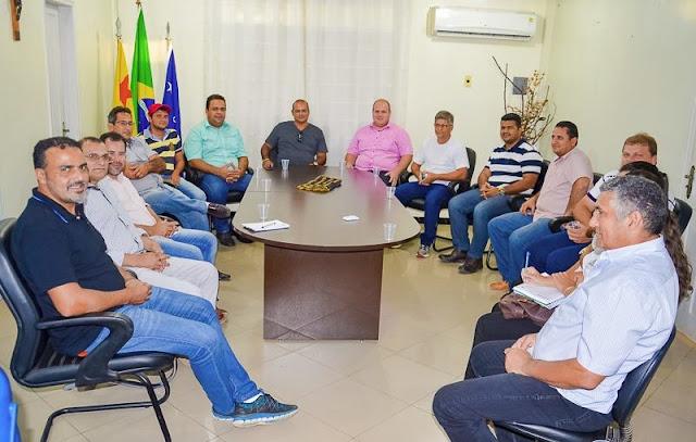 Ilderlei Cordeiro articula construção de 1300 casas populares em Cruzeiro do Sul