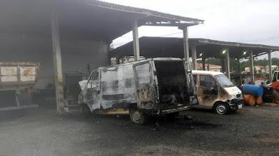 Incêndio na Secretaria de Serviços Municipais de Registro-SP, dois veículos ficaram prejudicados