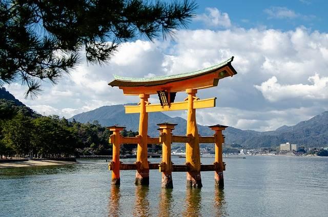 TORII - Gerbang Penanda Batas Wilayah Suci (Jepang)