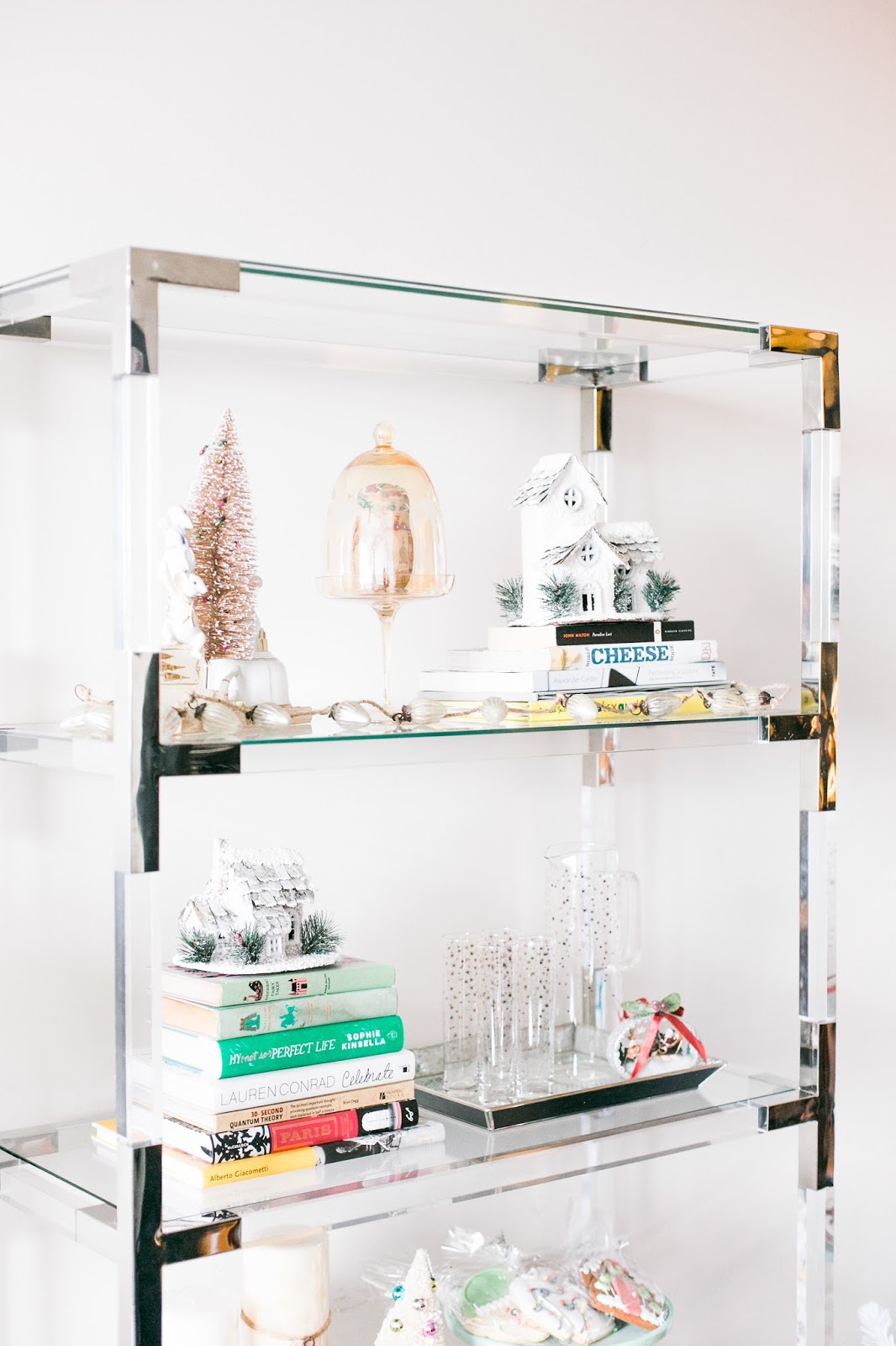 Bijuleni - 5 Easy Ways to Accessorize your Bookshelf for the Holidays - Vintage Christmas decorations