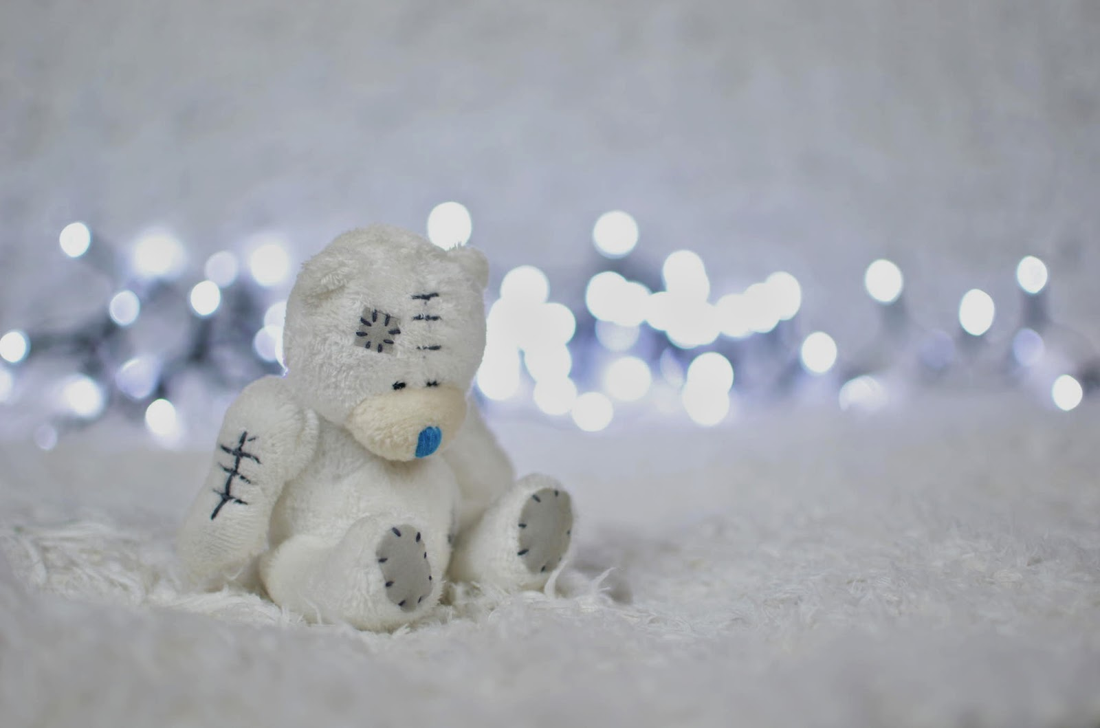 White-Teddy-Bear-sad-upset-image-resolution-2048x1356.jpg