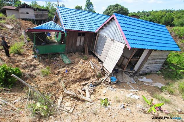 Hidup Mendebarkan Warga Kampung Cihantap, Bandung Barat