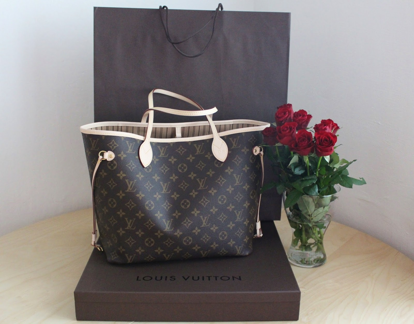 2cbfe23009 Dnešní článek bude věnován mé první a hlavně vysněné kabelce Louis Vuitton  -Neverfull MM. Je mi jasné