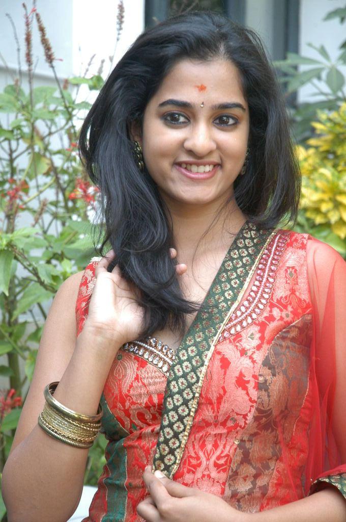 richa-gangopadhyay-hot-navel-in-sarocharu