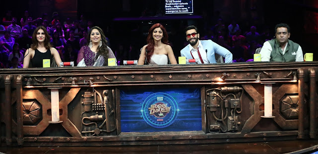Ranveer Singh and Vaani Kapoor On Super Dancer