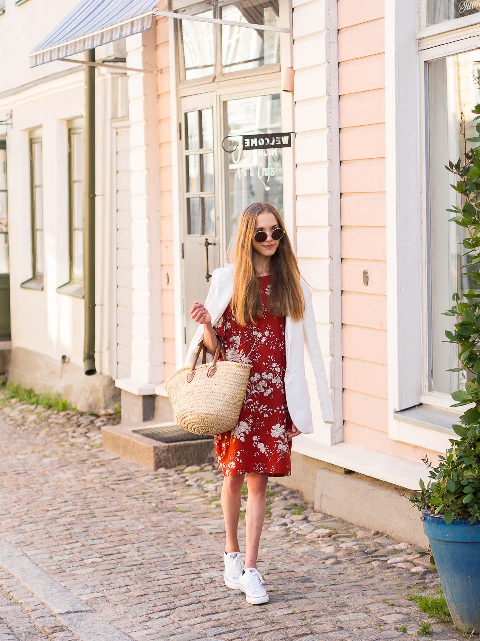 white-linen-blazer-outfit