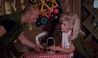 Dracula vs Frankenstein (1971) Mike Stringer and Regina Carrol