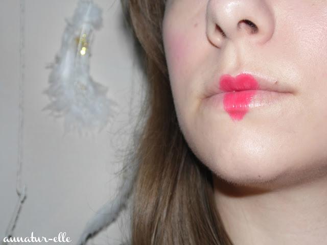 bouche rouge en coeur