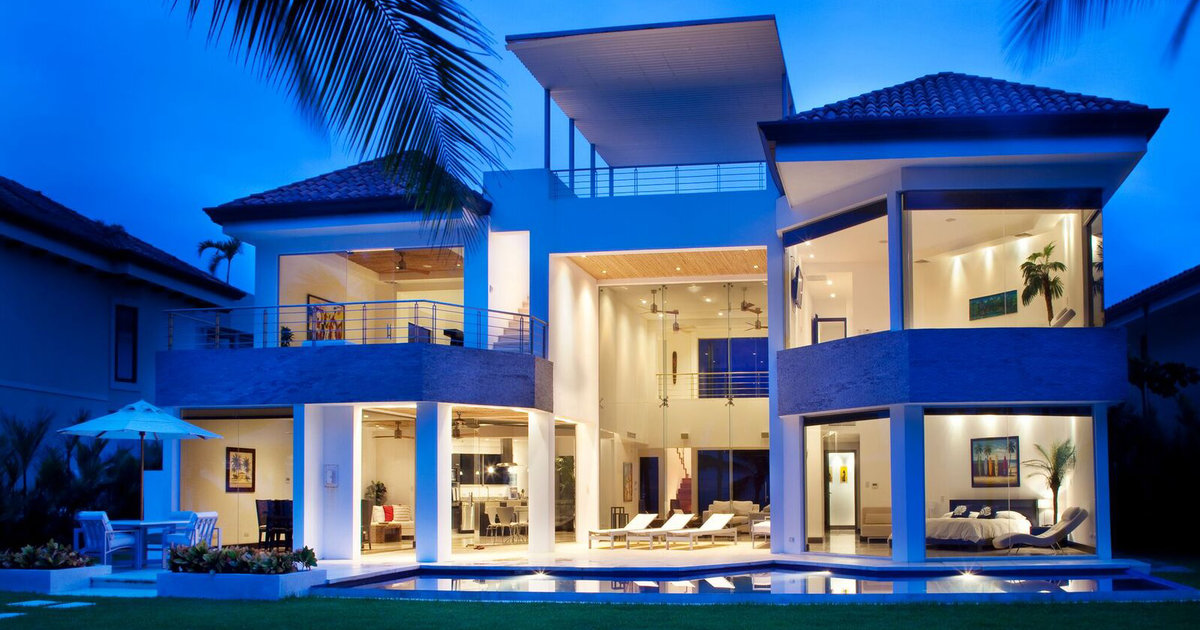 The Company Will Pay You $10,000/Month To Travel The World And Stay In Luxury Homes