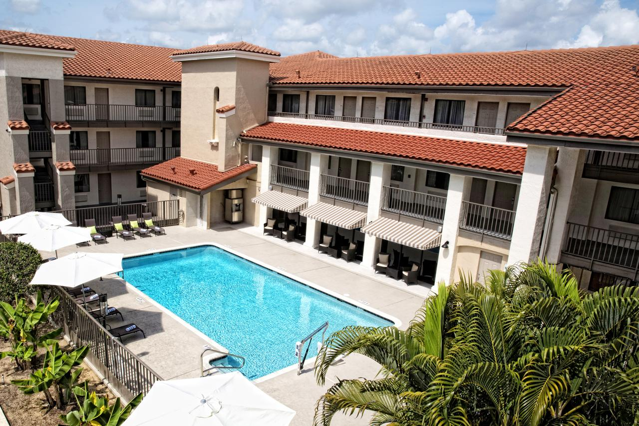Florida Hotels Reservation  Quality Inn  U0026 Suites By The Parks
