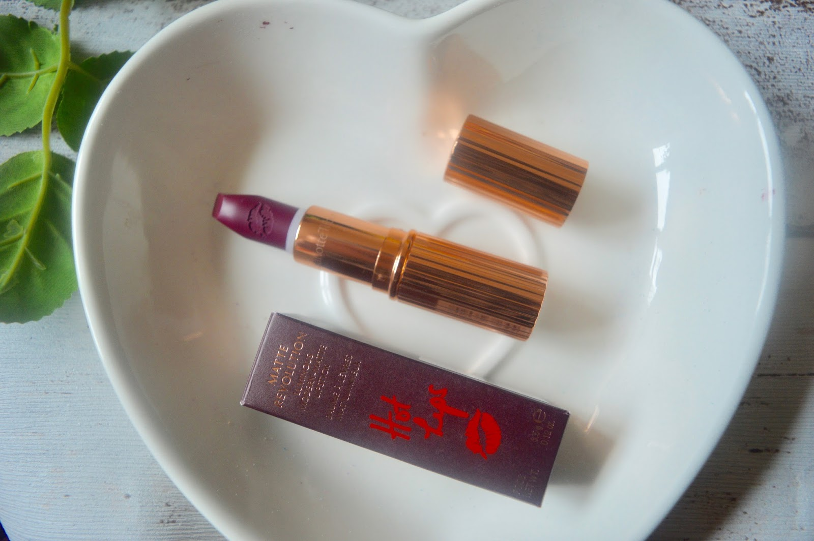 charlotte tilbury hel's bells lipstick review