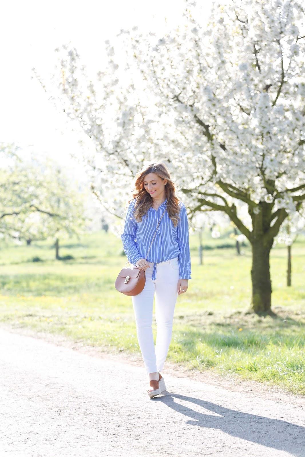 Wie kombiniert man eine weiße jeans