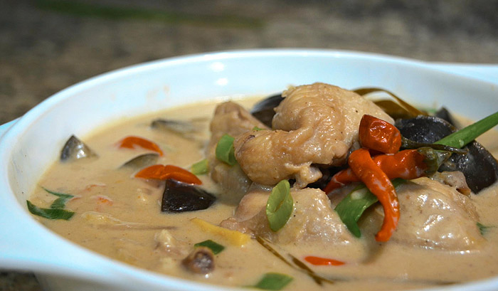 Ginataang Manok ( Spicy Chicken in Coconut Milk ) | Chicken Recipe